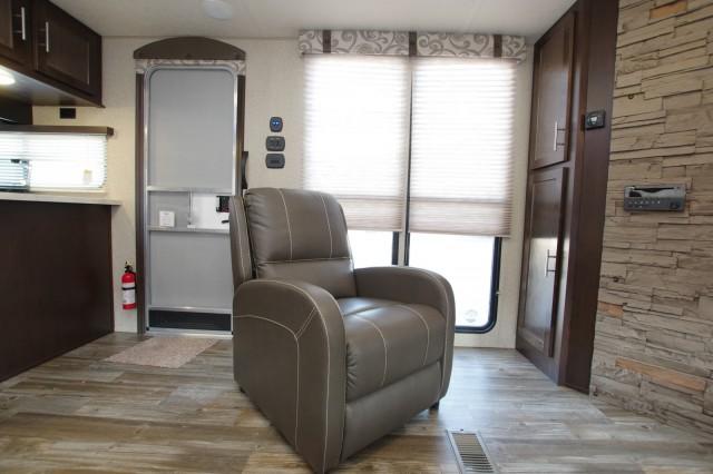 2016 Cherokee 274VFK Interior Photo