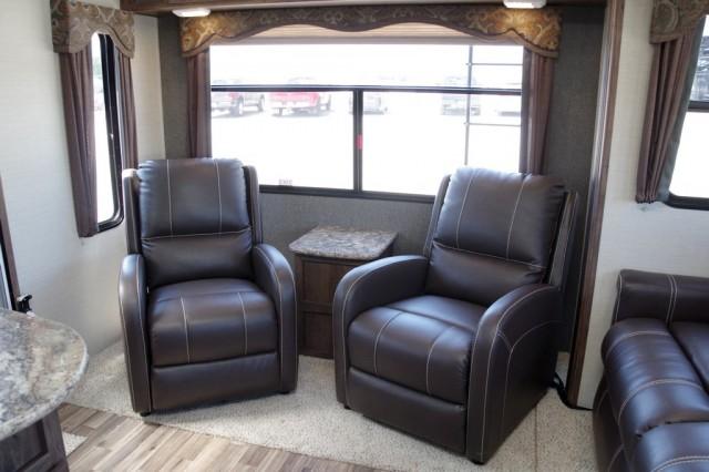 2016 Cougar Xlite 26RLS Interior Photo