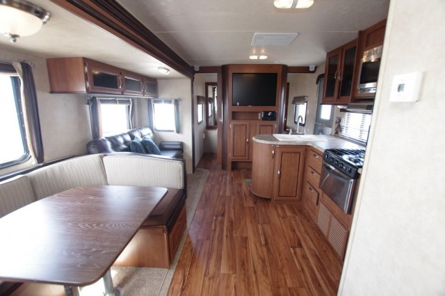 2016 Wildwood 31KQBTS Interior Photo