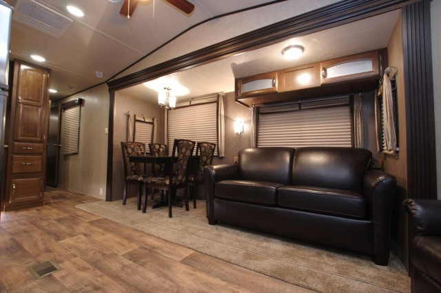 2016 Wildwood DLX 353FLFB Interior Photo