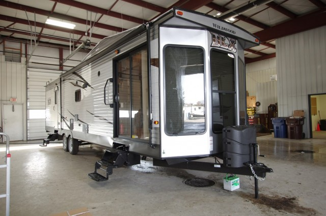New 2016 Forest River Wildwood DLX 353flfb Park Trailer For Sale Wi6337