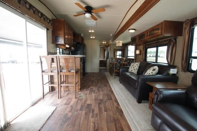 2016 Wildwood DLX 39FDEN Interior Photo