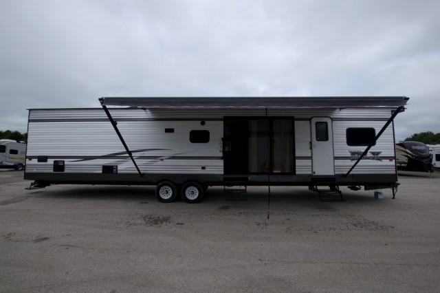 New 2016 Forest River Wildwood DLX 4002q Park Trailer For Sale Wi6339