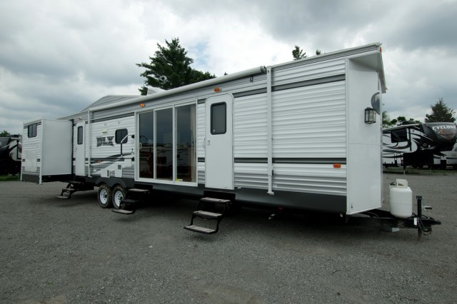 New 2016 Forest River Wildwood DLX 402qbq Park Trailer For Sale Wi6341