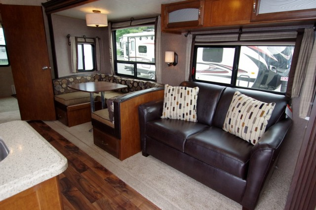 2016 Wildwood DLX 426-2B Interior Photo