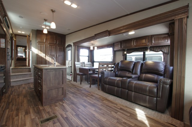 2016 Cougar 333MKS Interior Photo