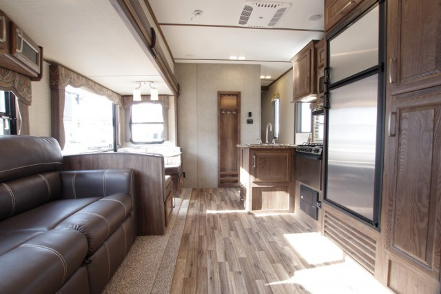 2016 Cougar Xlite 28RDB Interior Photo