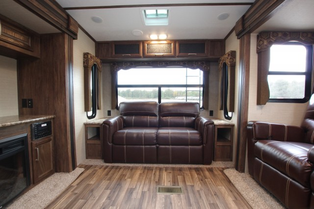 2016 Cougar Xlite 29RLI Interior Photo