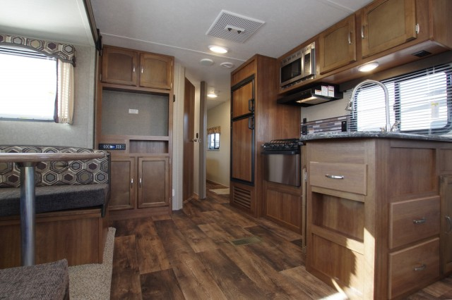 2016 Summerland 2570RL Interior Photo