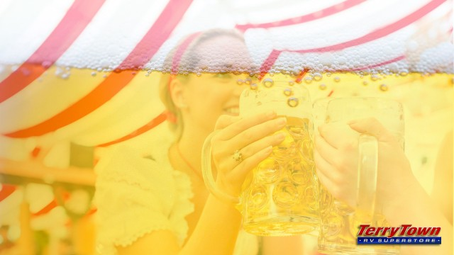 Frankenmuth Oktoberfest girls cheering beers