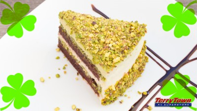 pistachio ice cream cake