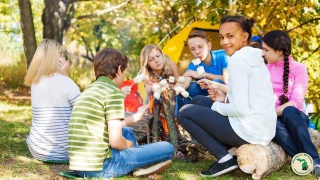 Kids making smores in a circle