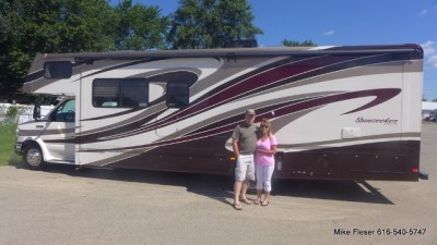 Al Kidwell of Mapleton, IL with their Sunseeker 2300 FORD