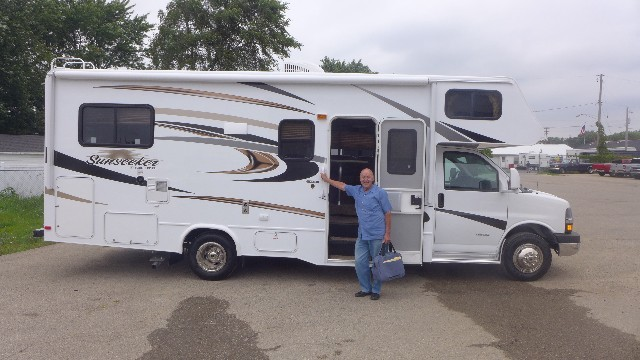 Lee Elliott of Austin, TX with their Sunseeker 2860DS FORD