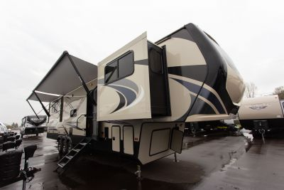 2020 Montana High Country 381TH - 740210