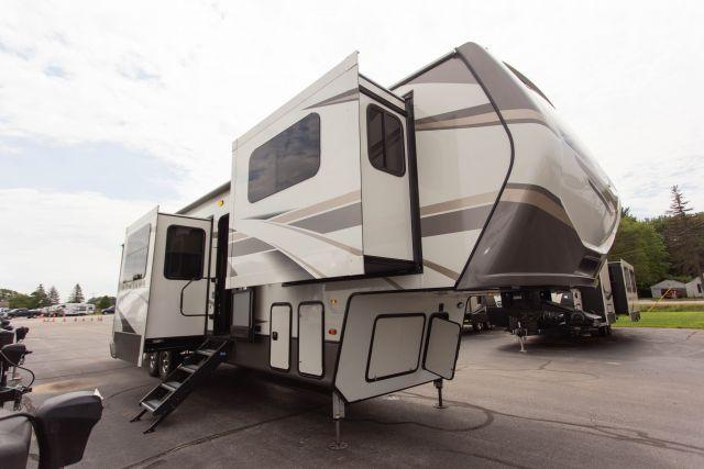 2020 Montana 3761FL - 701227