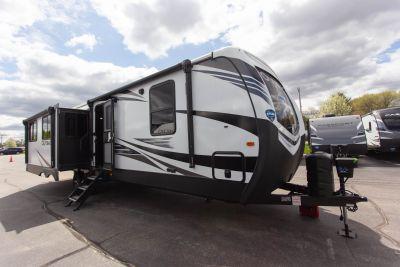 2020 Outback 328RL Exterior Photo