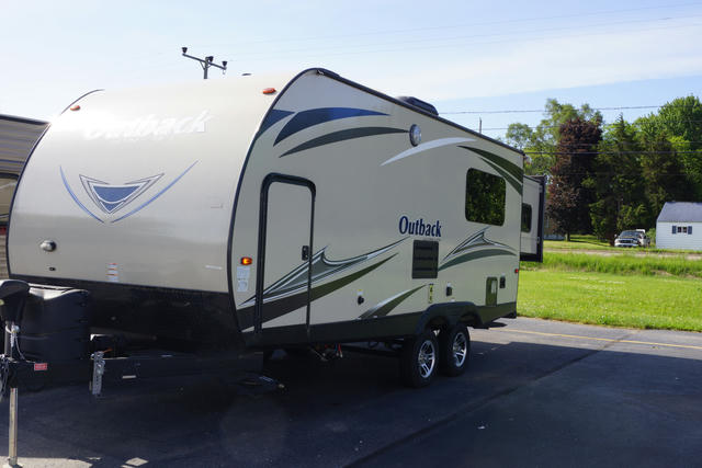 2018-outback-ultra-lite-210urs-photo