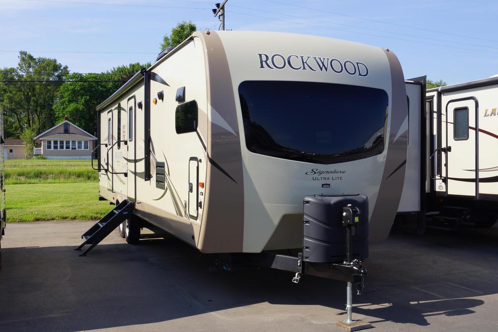 2018-rockwood-signature-ultra-lite-8335bss-photo