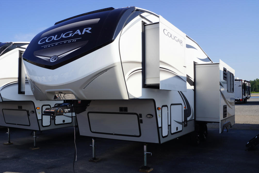 2021-cougar-half-ton-24rds-photo-001