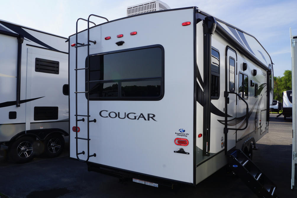 2021 Cougar Half Ton 24RDS
