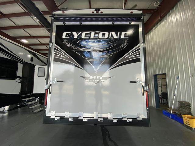 2021 Cyclone 4220