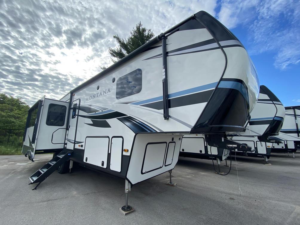 2021 Montana 3121RL