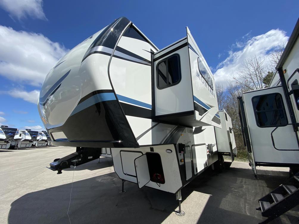 2021 Montana 3230CK