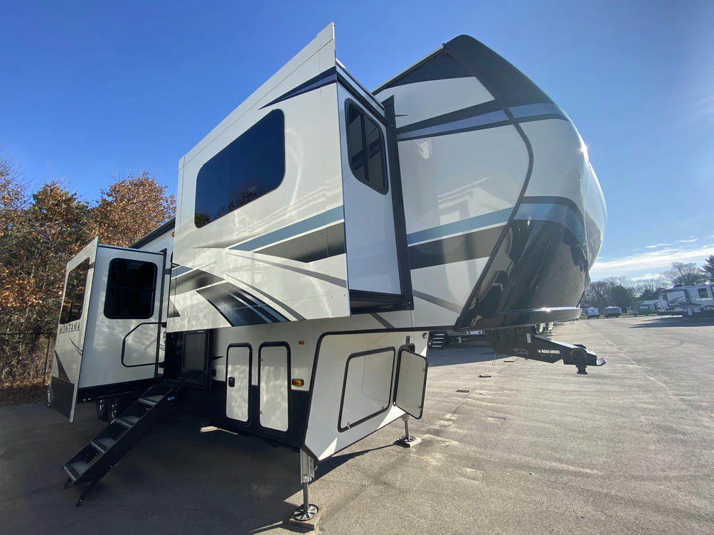 2021 Montana 3761FL