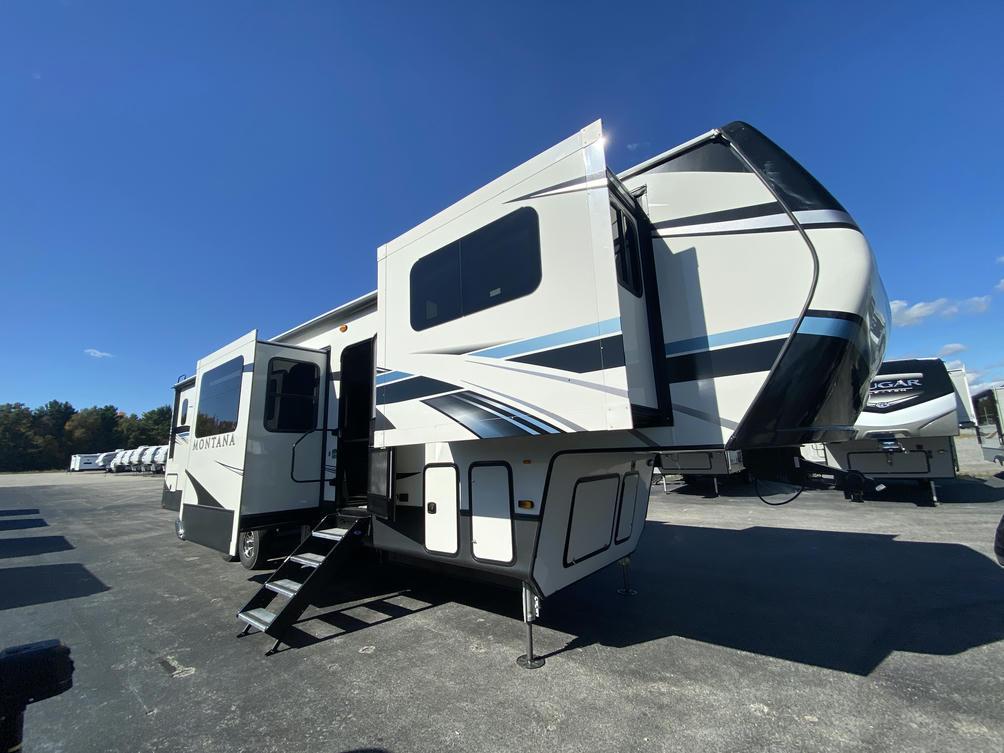 2021 Montana 3762BP