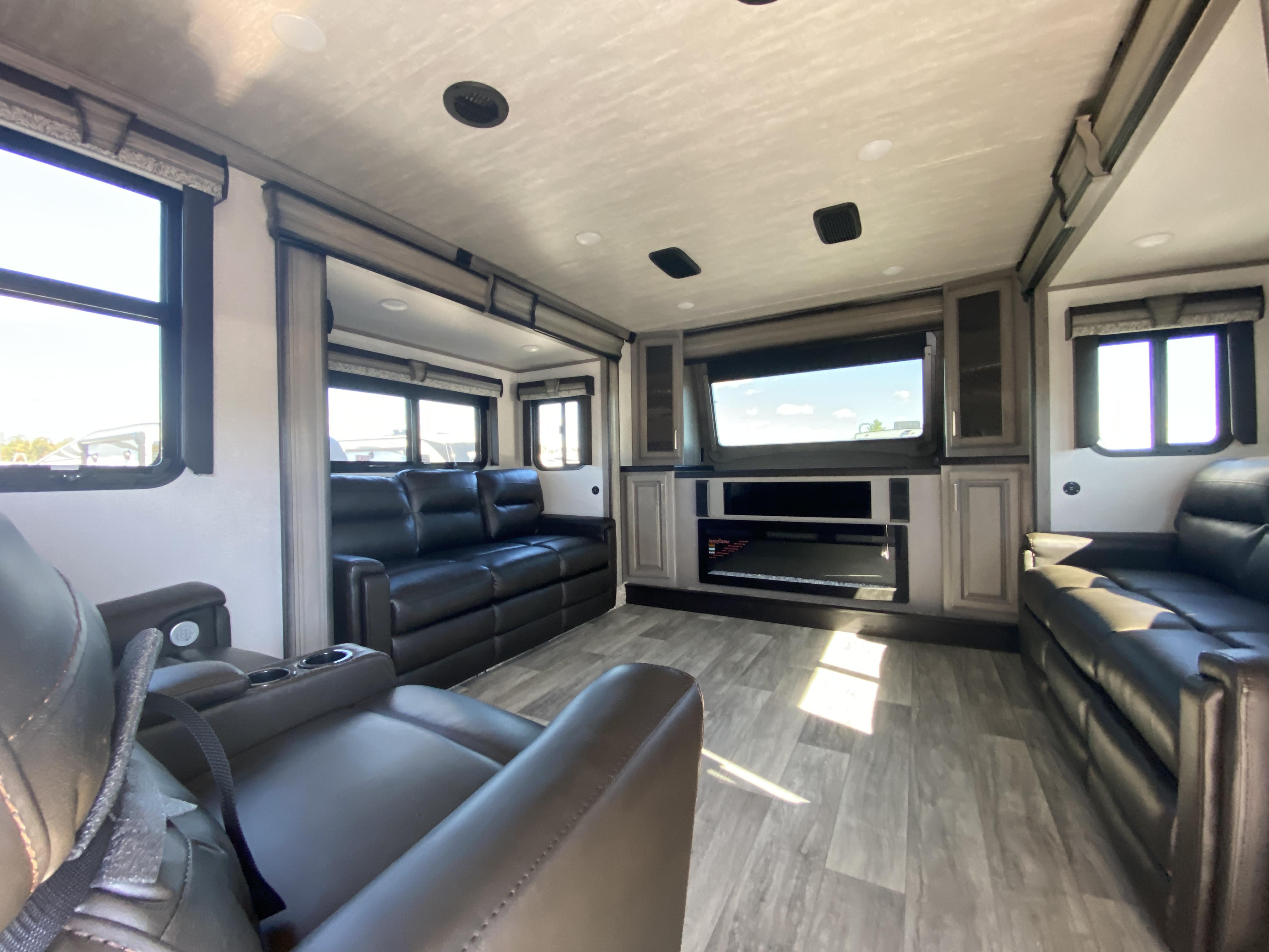thumbnail 8 - 2021 Keystone Montana 3762BP Camper