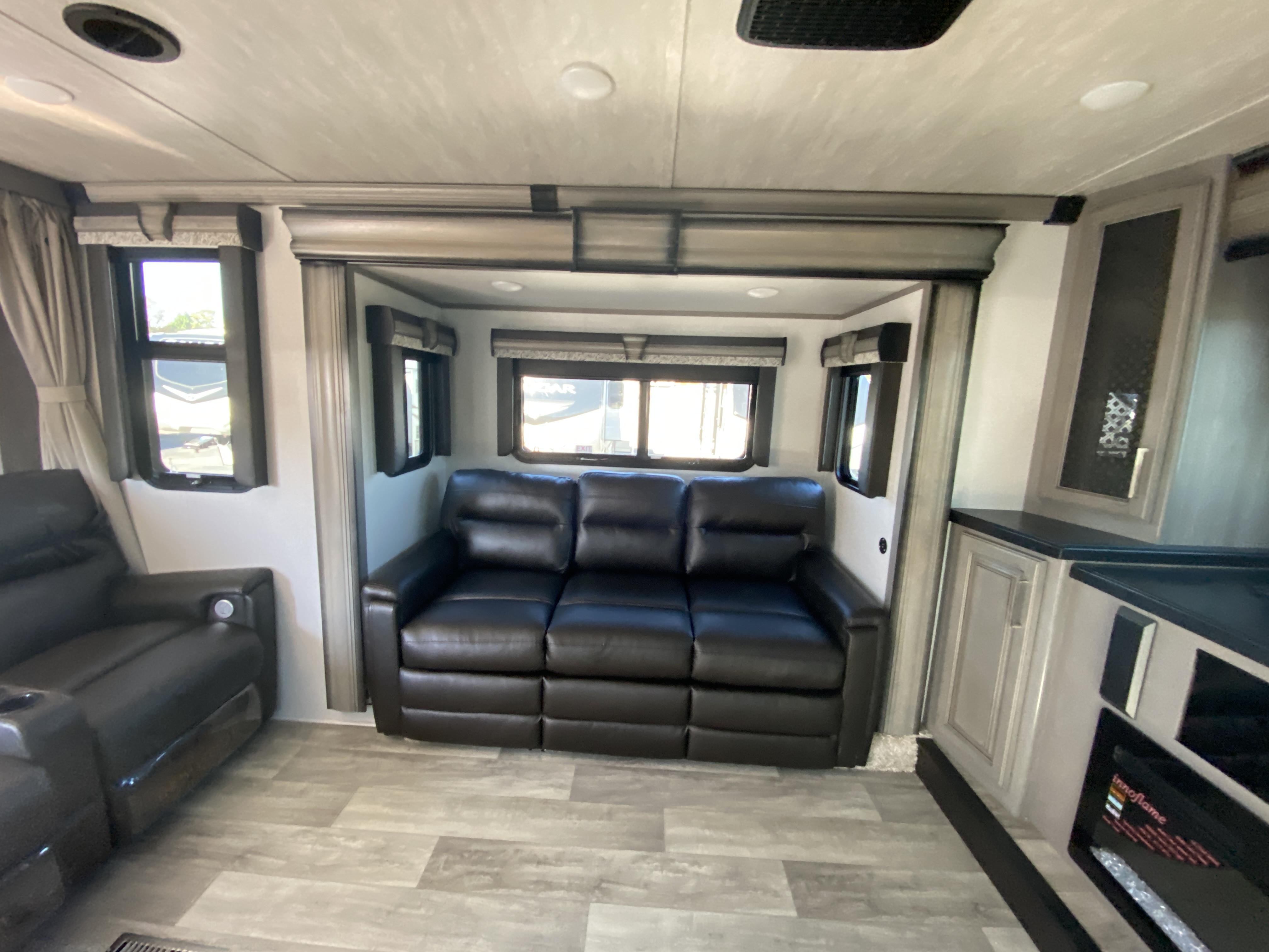 thumbnail 10 - 2021 Keystone Montana 3762BP Camper