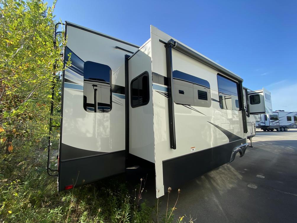 2021 Montana 3781RL