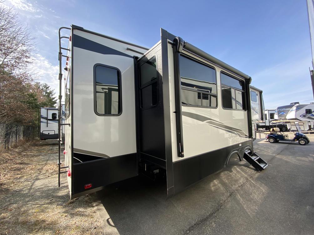 2021 Montana High Country 294RL