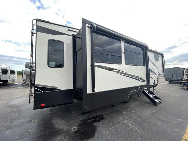 2021 Montana High Country 295RL