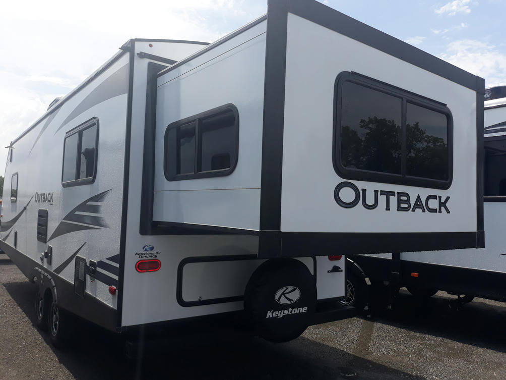 2021-outback-ultra-lite-240urs-photo-006