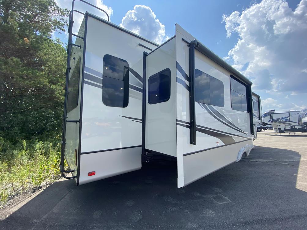 2022 Montana 3813MS