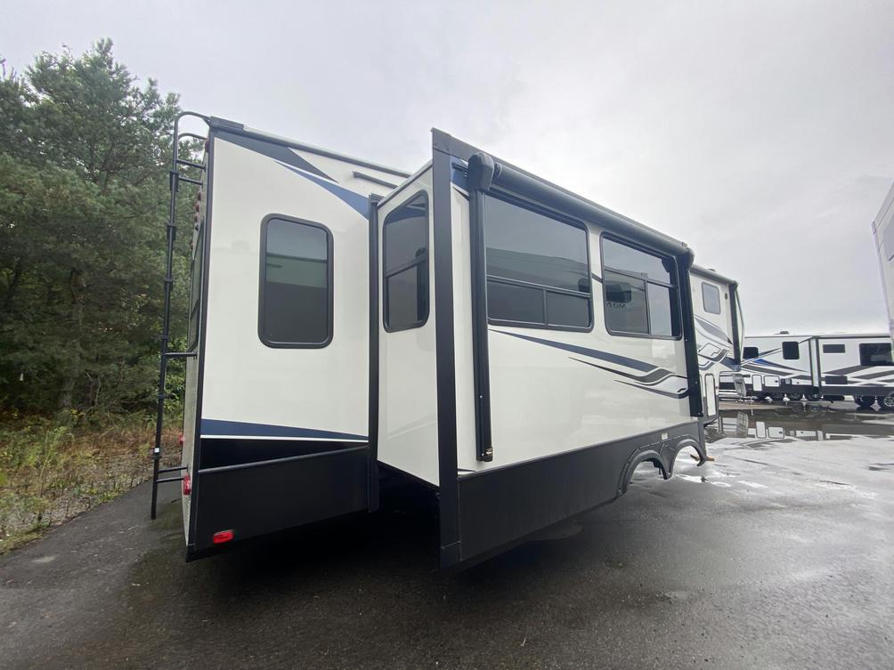 2022 Montana High Country 295RL