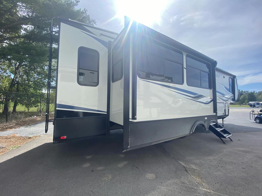 2022 Montana High Country 331RL