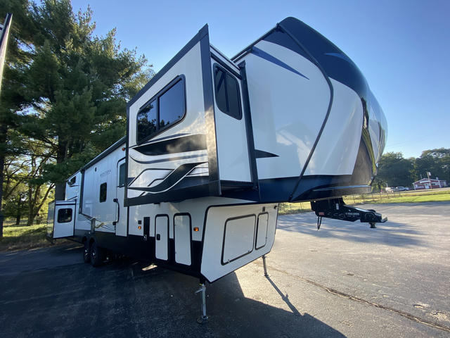 2022 Montana High Country 377FL - 740555