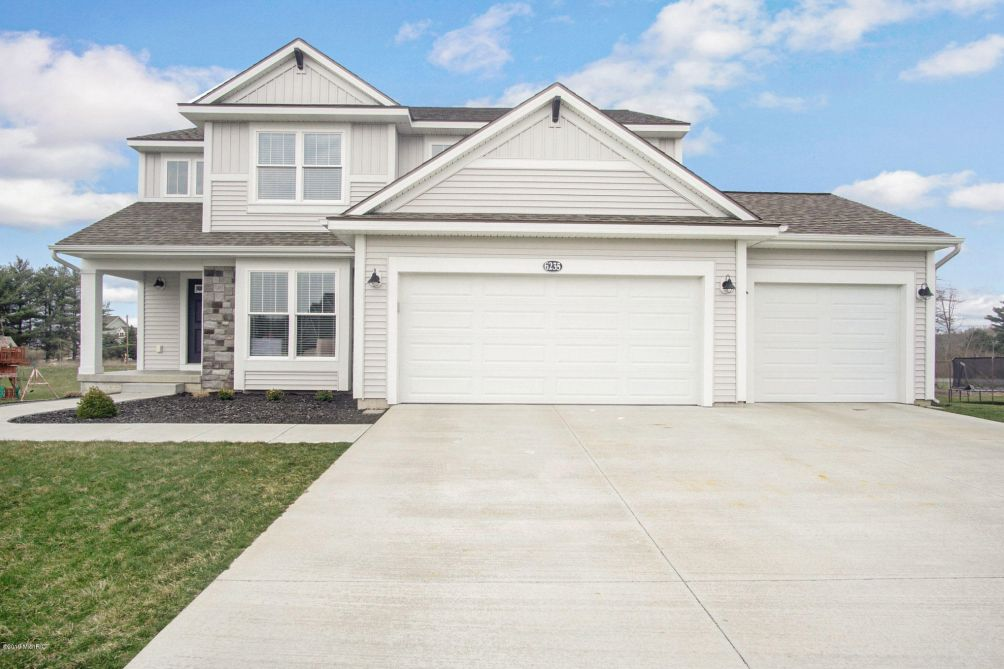 6235 Wilmington Dr Norton Shores, MI 49444