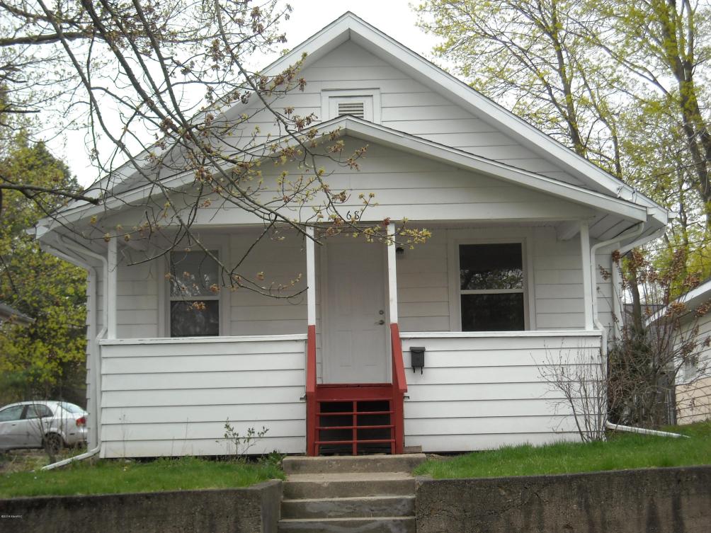 68 Maple Grove Ave Battle Creek, MI 49017