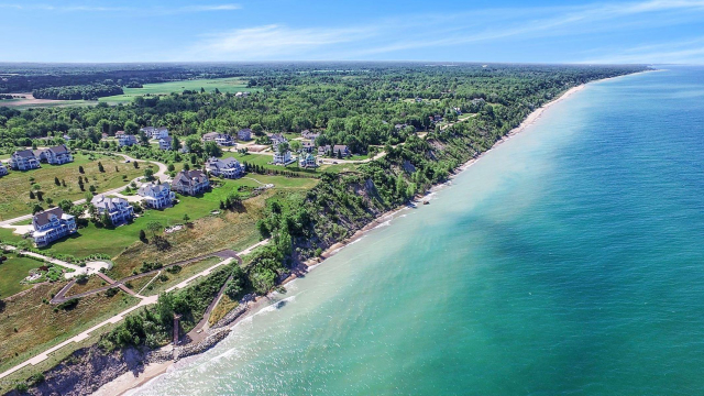 662 Waters Edge 9 Dr South Haven, MI 49090