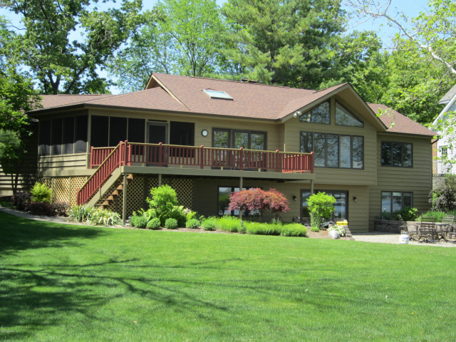 725 Pearl Beach Dr Coldwater, MI 49036