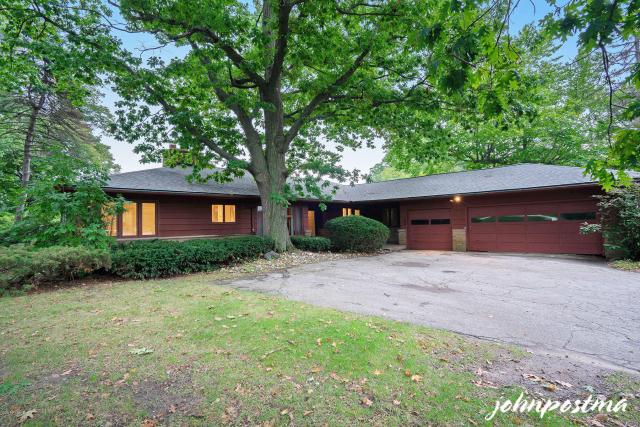 927 Princeton Se Boulevard East Grand Rapids, MI 49506