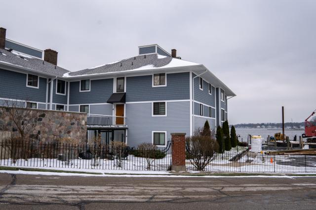 400 Lakeview 6a Ct Spring Lake, MI 49456