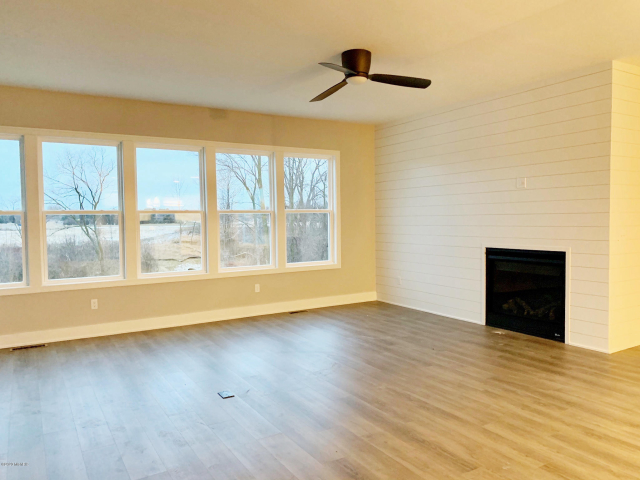 4704 West Wind #2 Dr Holland, MI 49423