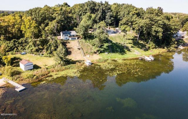 5352 Guernsey Lake Rd Delton, MI 49046