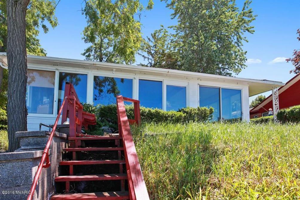47021 Lake View Ave New Buffalo MI 49117