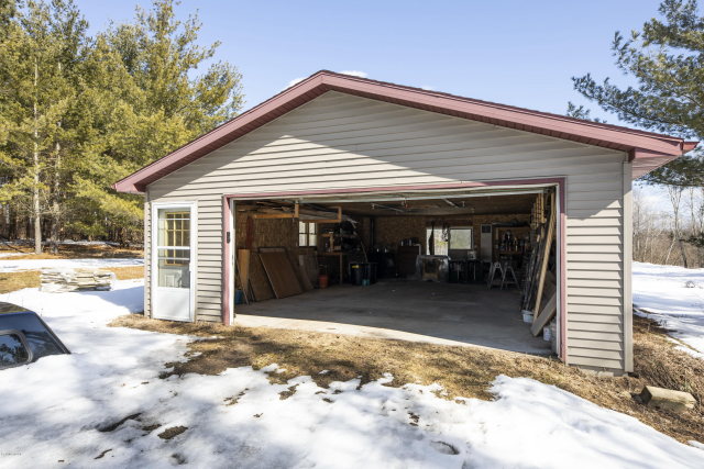 114 Valley Forge Drive  Leroy, MI 49655